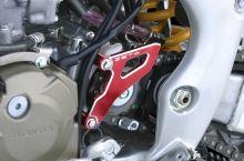 ZETA Kryt/Chránič řetězového kolečka Honda CRF 450 X červená 2005--